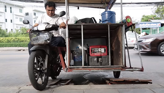 Bangkok street food vendor lives every day with 3 Hondas
